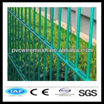 Reliable double horizontal welded wire fence