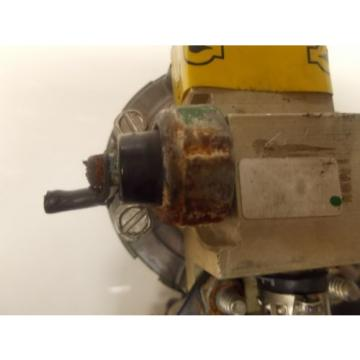 Evinrude Ficht Outboard Oil Injectors and Manifold Assy.  P.N. 5000527 P.N. 0...