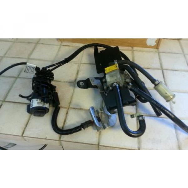 oil lift pump oil injector bracket evinrude 00, 200hp #1 image