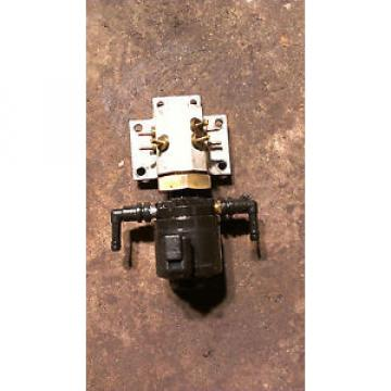 1998 JOHNSON EVINRUDE 175HP OIL INJECTOR & MANIFOLD ASSEMBLY 83