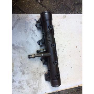 Isuzu Trooper Breaking 3.0 Injector Oil Rail