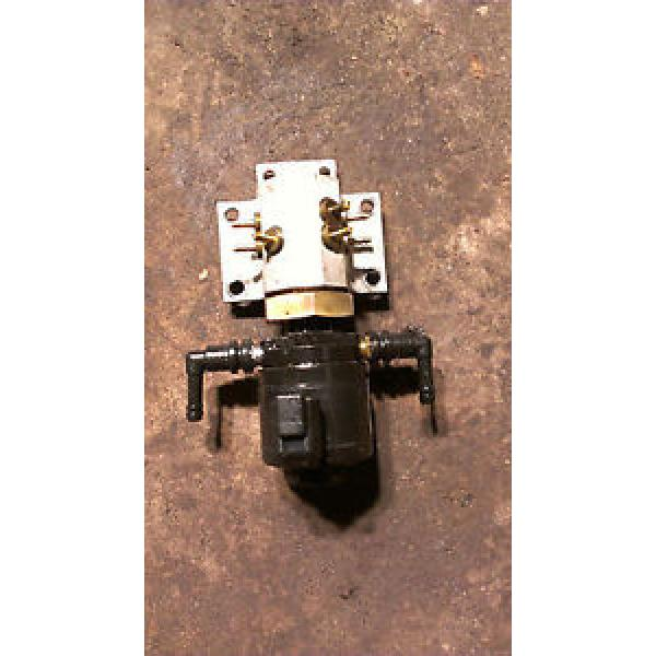 1998 JOHNSON EVINRUDE 175HP OIL INJECTOR & MANIFOLD ASSEMBLY 83 #1 image